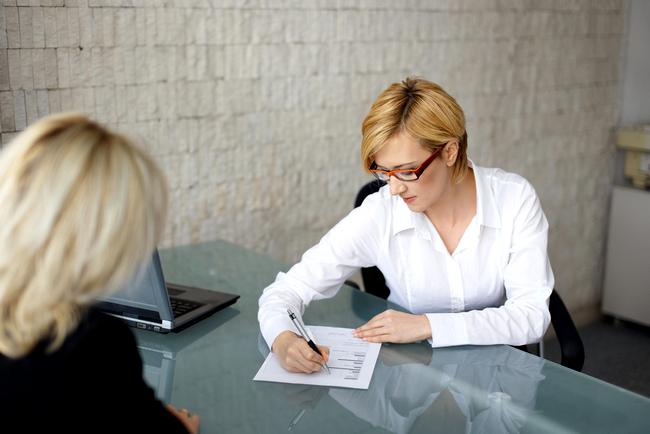 Как оформить квартиру после смерти матери: особенности наследования, процедура, порядок и сроки