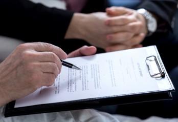 Дарственная или завещание на квартиру, что лучше, как поступить правильно и обезопасить собственника + сравнительная таблица характеристик дарения и завещания имущества
